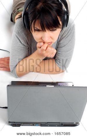 weiblich working auf Laptop # 8