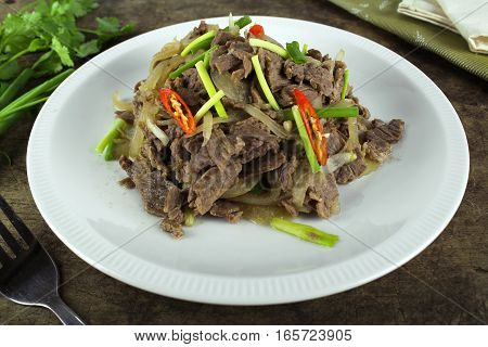 stir fried beef with onion and spring onion