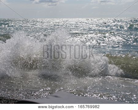 splashing waves of the sea on a clear day