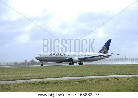 March 27th 2015 Amsterdam Schiphol Airport N654UA United Airlines Boeing 767-300 Polderbaan Runway