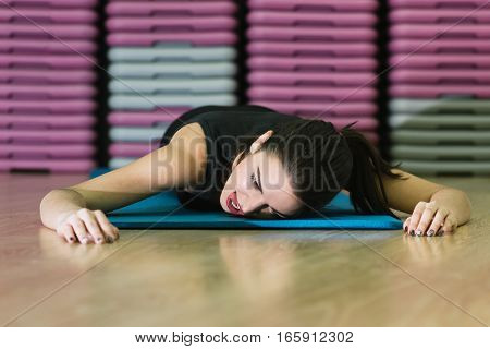 girl goes in for sports on a rug