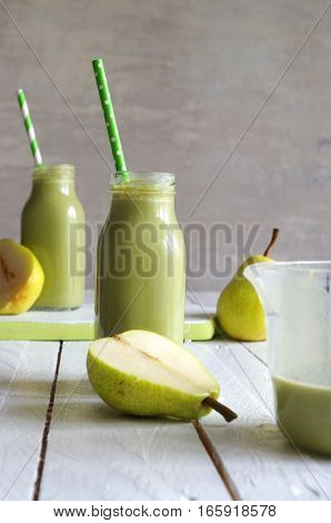 homemade green smoothie with pears and peppermint