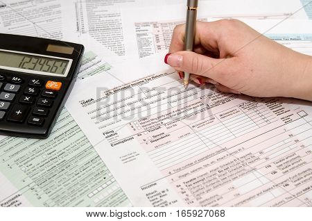 Taxpayer filling out US tax form 1040