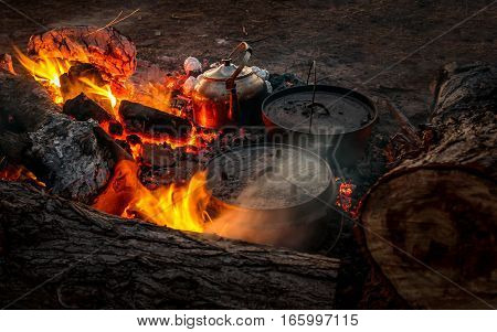 Cooking in the campfire with a billy and dutch ovens