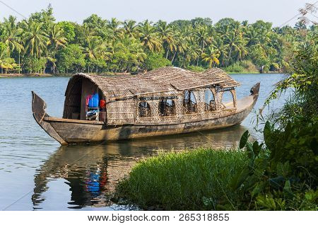 Backwaters In Kerala Is A Network Of 1500 Km Of Canals Both Manmade And Natural, 38 Rivers And 5 Big