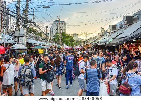 Bangkok, Thailand -  September 29, 2018 : Crowd Of Tourist And People Shopping In Chatuchak Or Jatuj