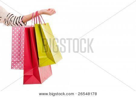 Mujer mano sosteniendo bolsas de colores