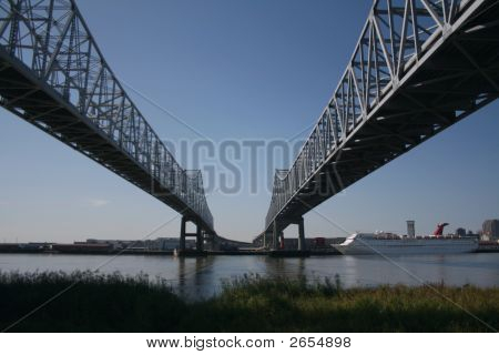 Bridges New Orleans With Cruise Ship