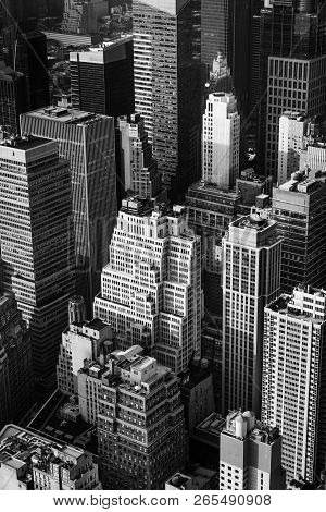 New York, Usa - Sep 17, 2017: Black And White Image Of The Streets And Roofs Of Manhattan. New York