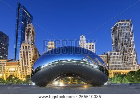 Chicago, Illinois/usa-october 13 2018: Image Of The Cloud Gate Or The Bean In The Morning October 13