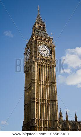 Vertical view of the Big Ben clock Tower