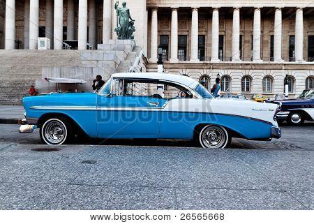 Havanna - 16.11.2009: An American classic Car 16. November 2010 in Havanna angezeigt wird. Die Kubaner, die nicht in der Lage zu kaufen