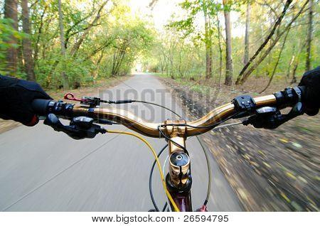 Blick vom Biker Augen. Bewegung verwischt.