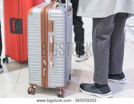 Traveler Tourists Dragging Luggage, Baggage Reclaimed Cancel Flights Stop, Prevent Covid-19 Virus Di