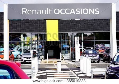 Bordeaux , Aquitaine / France - 10 02 2019 : Renault Garage Store Sign French Car Manufacturer Produ