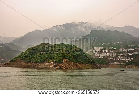 Xiangxicun, China - May 6, 2010: Xiling Gorge On Yangtze River. Wide Landscape With Green Hill And X