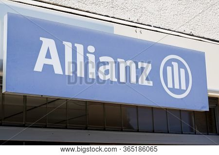 Bordeaux , Aquitaine / France - 05 05 2020 : Allianz Insurance Sign Blue Logo Store Office Brand Fin