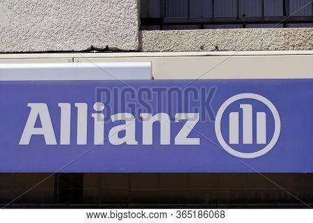 Bordeaux , Aquitaine / France - 05 05 2020 : Allianz Insurance Logo Blue Sign Store Office Brand Bui