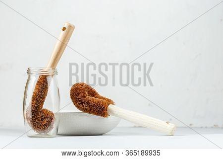 Natural Coconut Bristle Brush For Dish Washing