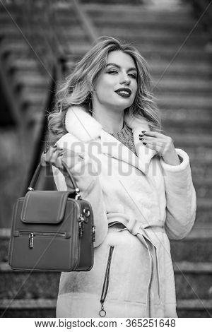 Where To Go Next. Glamour Girl Look Luxuriously. Sexy Blong Woman Red Lipstick. Autumn Season. Europ