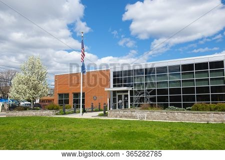 Lawrence, Ma, Usa - Apr. 24, 2019: Us Citizenship And Immigration Services Uscis At 2 Mill Street In