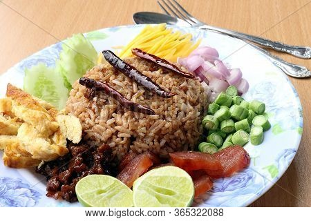 Rice Mixed With Shrimp Paste Consisting Of Sweet Pork, Chinese Sausage, Fried Eggs, Cucumber Slice,