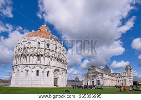 Pisa, Tuscany, Italy, April 05, 2019: Many Tourists Visit Piazza Dei Miracoli Square With The Famous