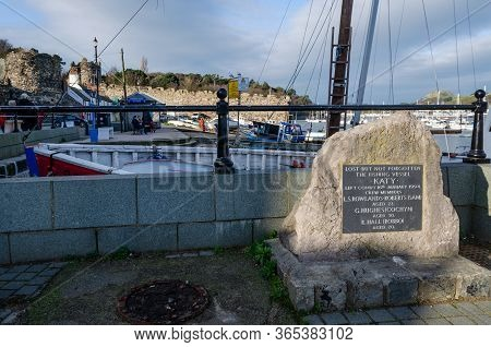 Conwy, Uk : Jan 25, 2020: A Memorial Plaque On The Quayside Is Dedicated To The Missing Crew Of Fish