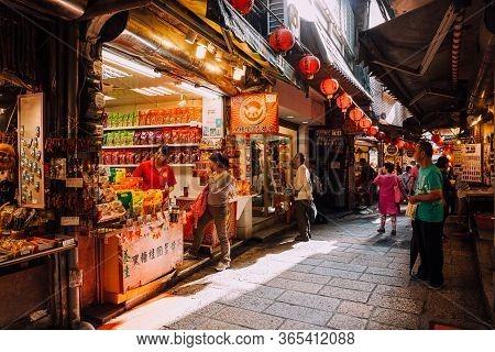 Jiufen, Taiwan - November 07, 2018: A Woman Tastes Taiwanese Tea At The Market Stall At The Jiufen O