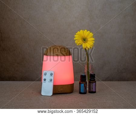 Davis, Ca, May 3, 2020. Sparoom Essential Oils Diffuser With Remote Control, And Doterra Lavender An