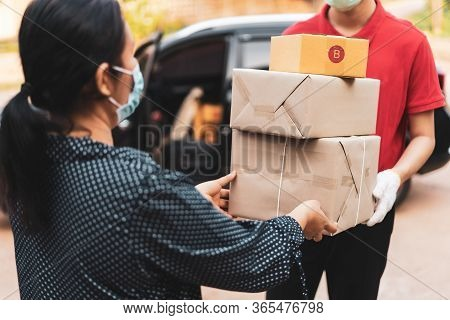 Delivery Personnel Deliver Goods To Customers During The Covid-19 Virus Epidemic Around The World,th