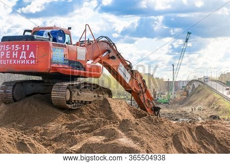 Kirishi, Russia - 8 May, An Excavator Works On A Pile Of Sand., 8 May, 2020. Start Of Construction O