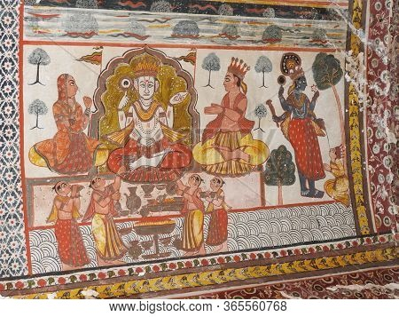 Exquisite Ancient Paintings On The Walls In Jahangir Mahal In Orcha, India, Madhya Pradesh