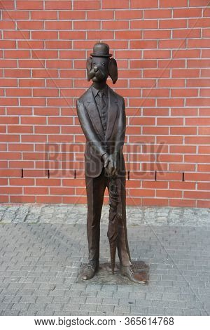 Lodz / Poland. 18 June 2019: Monument To Ferdinand The Magnificent In Lodz. Monument To Dog In Tailc