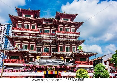 The Buddha Tooth Relic Temple And Museum In Singapore