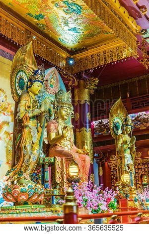 Interior Ofthe Buddha Tooth Relic Temple And Museum In Singapore
