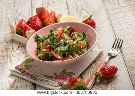 Chicken salad with strawberry and lemon