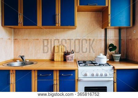 Old Simple Kitchen Interior Design With Ugly Messy Cabinets In Need Of Remodel.