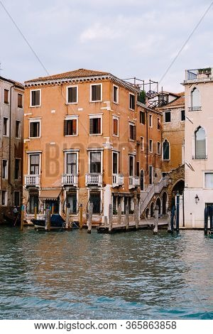 Old Houses On Grand Canal, Venice, Italy. Vintage Hotels And Residential Buildings In The Venice Cen