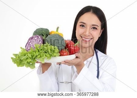 Beautiful Asian Physicians Keeping Healthy, Carrying A Tray Of Fresh Vegetables And Fruits, Non-toxi