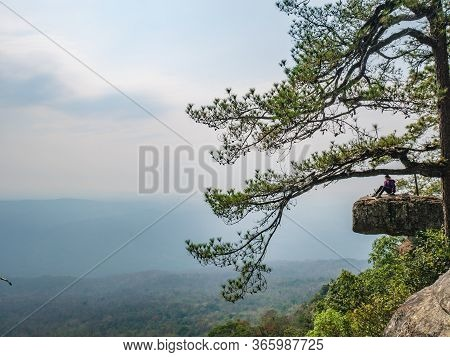 Loei/thailand-17 Feb 2019:beautiful Scenery View Of Lomsak Cliff On Phu Kradueng Mountain National P