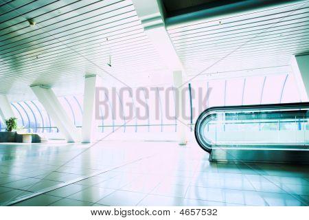 Korridor Rolltreppe