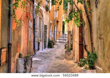Small street at Saint Tropez, C�´te d'Azur, France