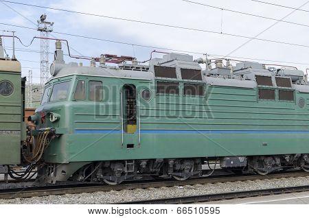 Mainline freight locomotive