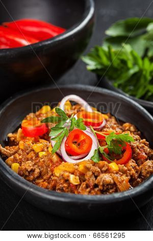 Traditional  cilli con carne cooked in the pan