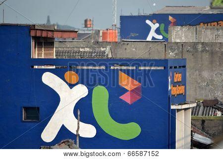 XL wall graffiti