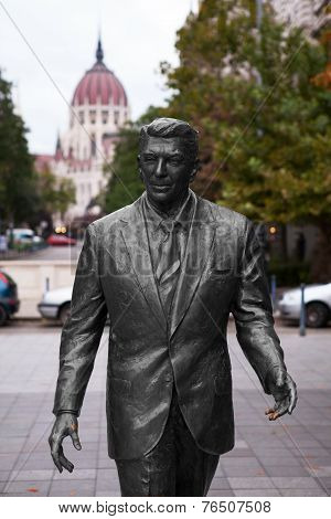 Ronald Reagan Statue and Budapest Parliament Building