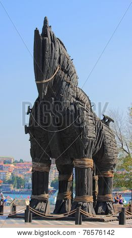 monument of Trojan horse in Chanakkale
