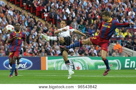 LONDON, ENGLAND. May 28 2011: Manchester's forward Javier Herna�¡ndez and Barcelona's defender Gerard Pique during the 2011UEFA Champions League final between Manchester United and FC Barcelona