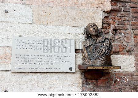 Bust Of William Shakespeare And Words From Romeo And Juliet